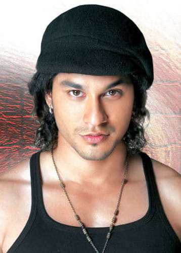 Kunal Khemu Height Age Weight Photos Biography Metareel Com