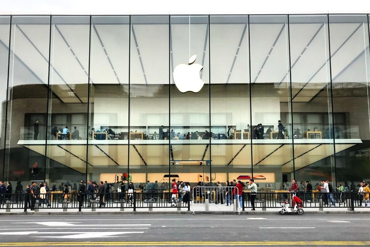 Apple will soon launch its official online store in India