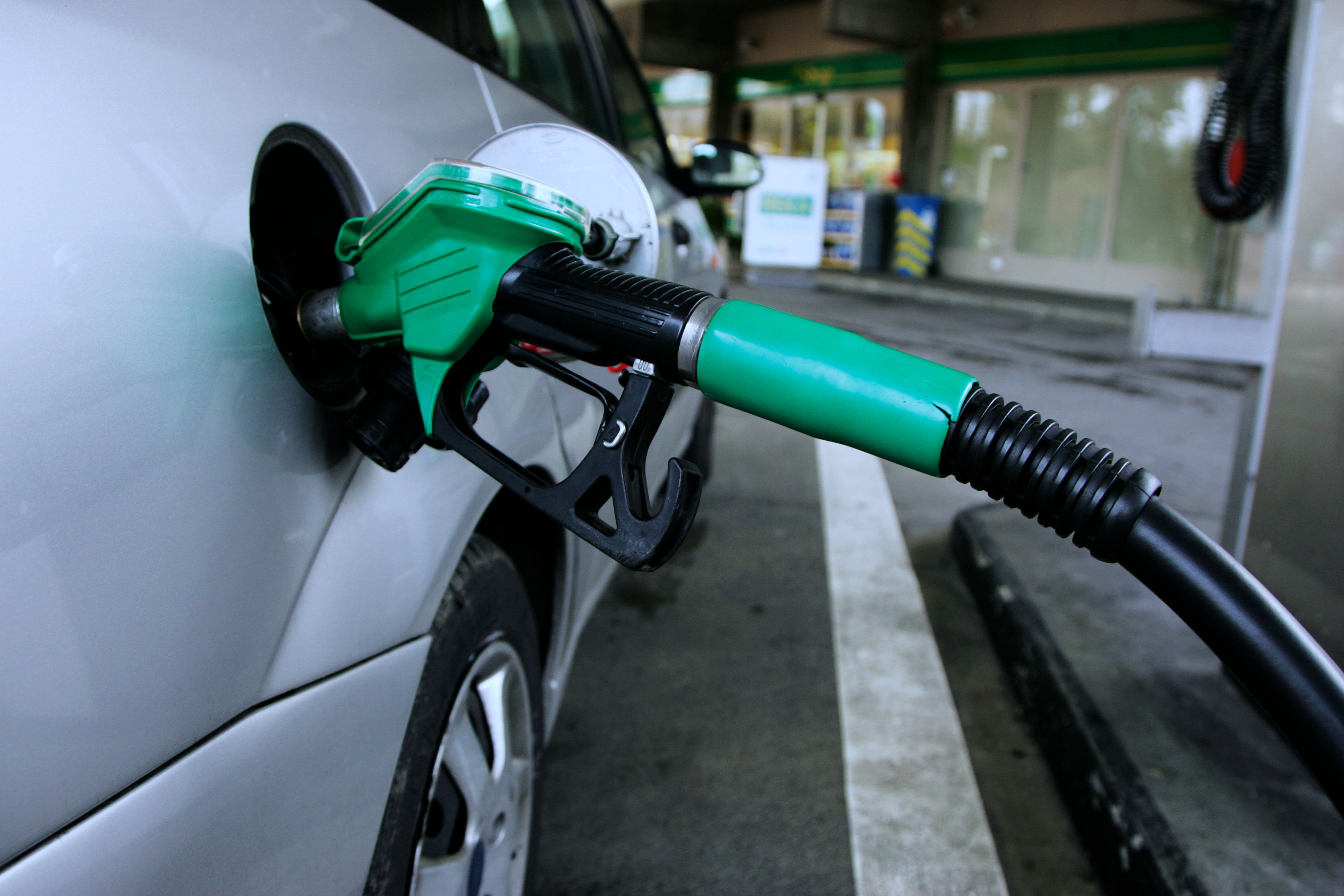 Petrol prices in India changes every day at 6am